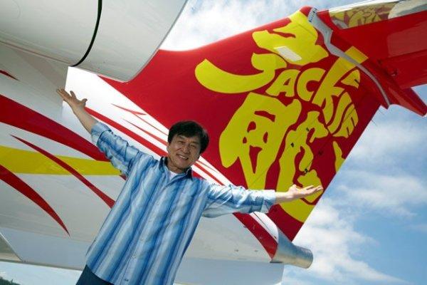 Джеки Чан обзавелся личным самолетом_djeki chan samolet